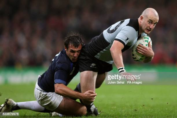 New Zealand's Brendon Leonard and France's Cedric Heymans battle for the ball