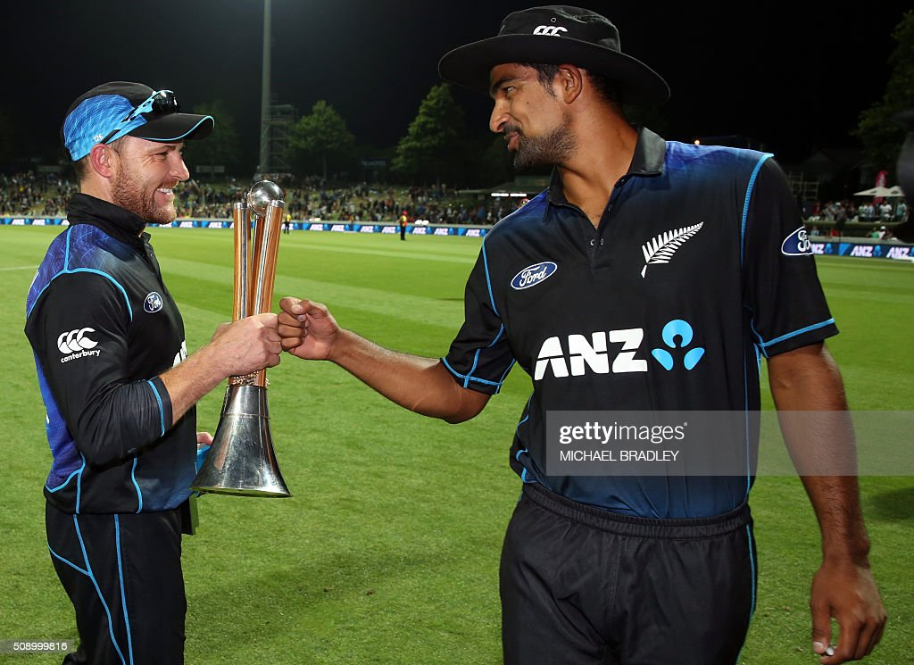 New Zealand's Brendon McCullum (L) and Ish Sodhi (R) celebrate winning the series after the third one-day international cricket match between New Zealand and Australia at Seddon Park in Hamilton on February 8, 2016.   AFP PHOTO / MICHAEL BRADLEY / AFP / MICHAEL BRADLEY