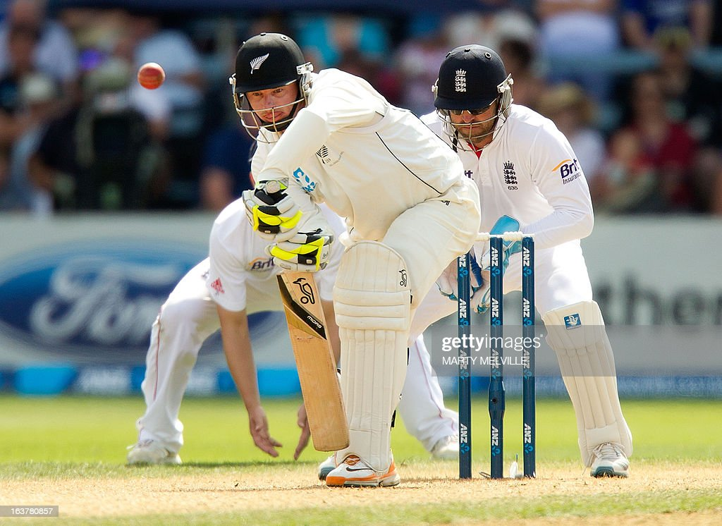 New Zealand's Bruce Martin (C) bats with England's keeper Matt Prior during day three of the international cricket Test match between New Zealand and England played at the Basin Reserve in Wellington on March 16, 2013. AFP PHOTO / Marty MELVILLE
