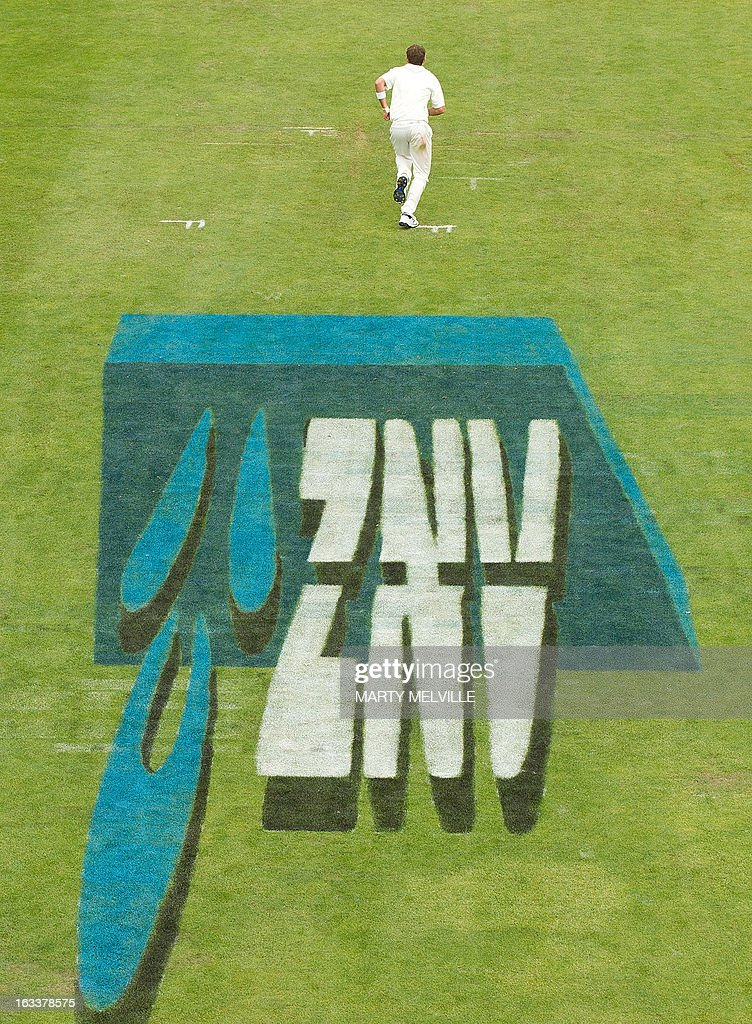 New Zealand's Bruce Martin bowls during day four of the first international cricket Test match between New Zealand and England played at the University Oval park in Dunedin on March 9, 2013. AFP PHOTO / Marty MELVILLE