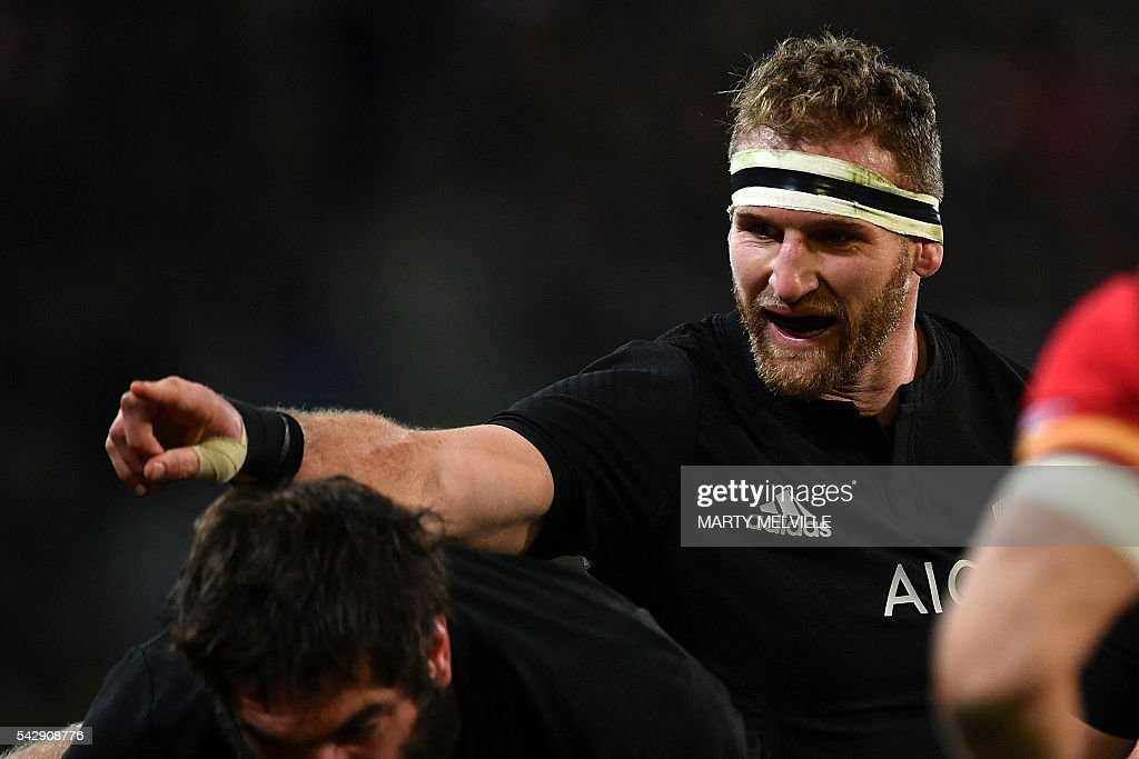 New Zealand's captain Kieran Read speaks to his team during the third rugby union Test match between the New Zealand All Blacks and Wales at Forsyth Barr Stadium in Dunedin on June 25, 2016. / AFP / Marty Melville