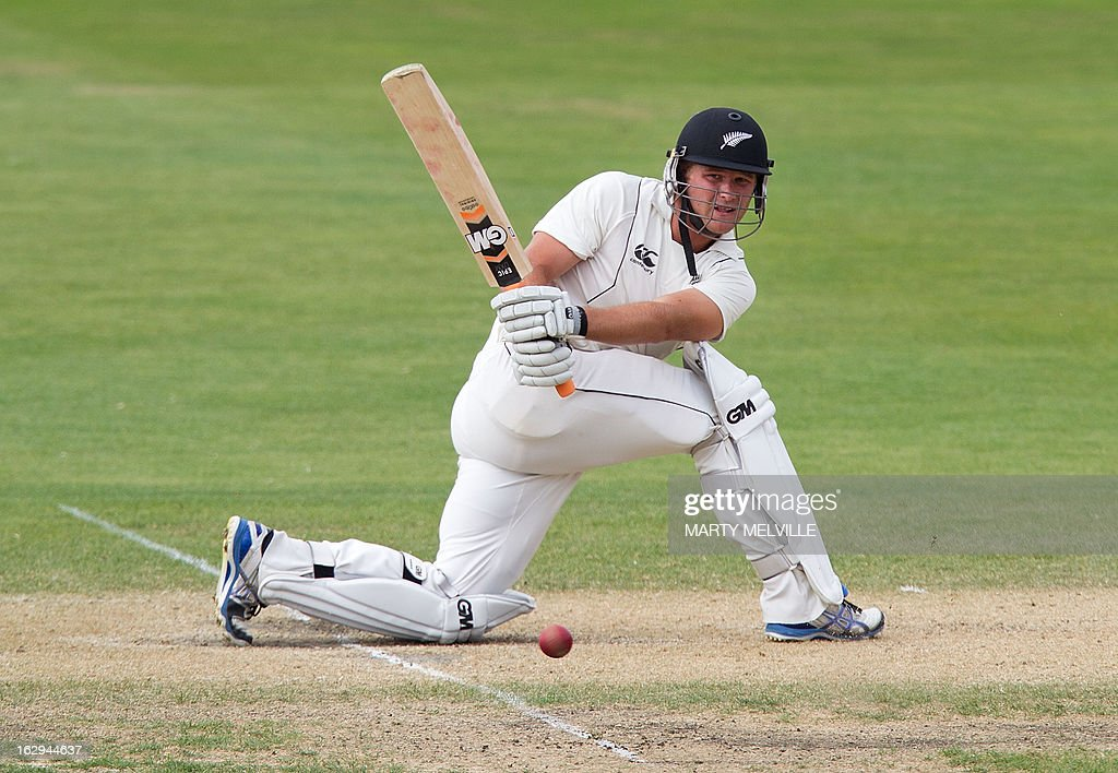 New Zealand's Corey Anderson bats on the last day of the four day warm-up international cricket match between New Zealand XI and England in Queenstown on March 2, 2013. AFP PHOTO / Marty MELVILLE