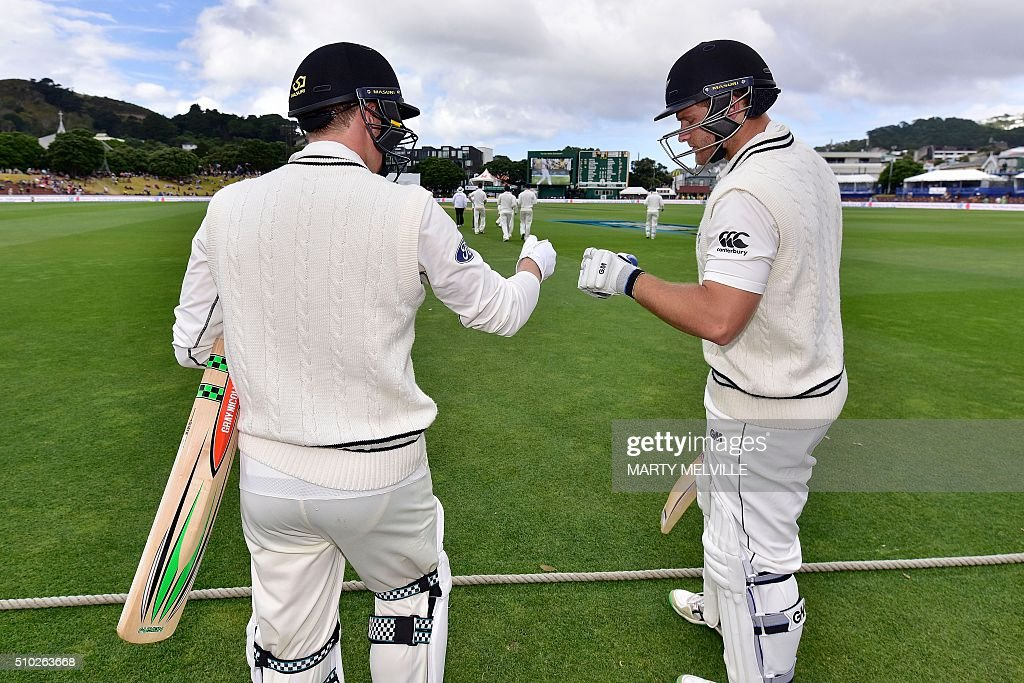 New Zealand's Corey Anderson (R) with team mate Henry Nicholls prepare to walk out onto the field at the start of the days play during day four of the first cricket Test match between New Zealand and Australia at the Basin Reserve in Wellington on February 15, 2016. / AFP / Marty Melville