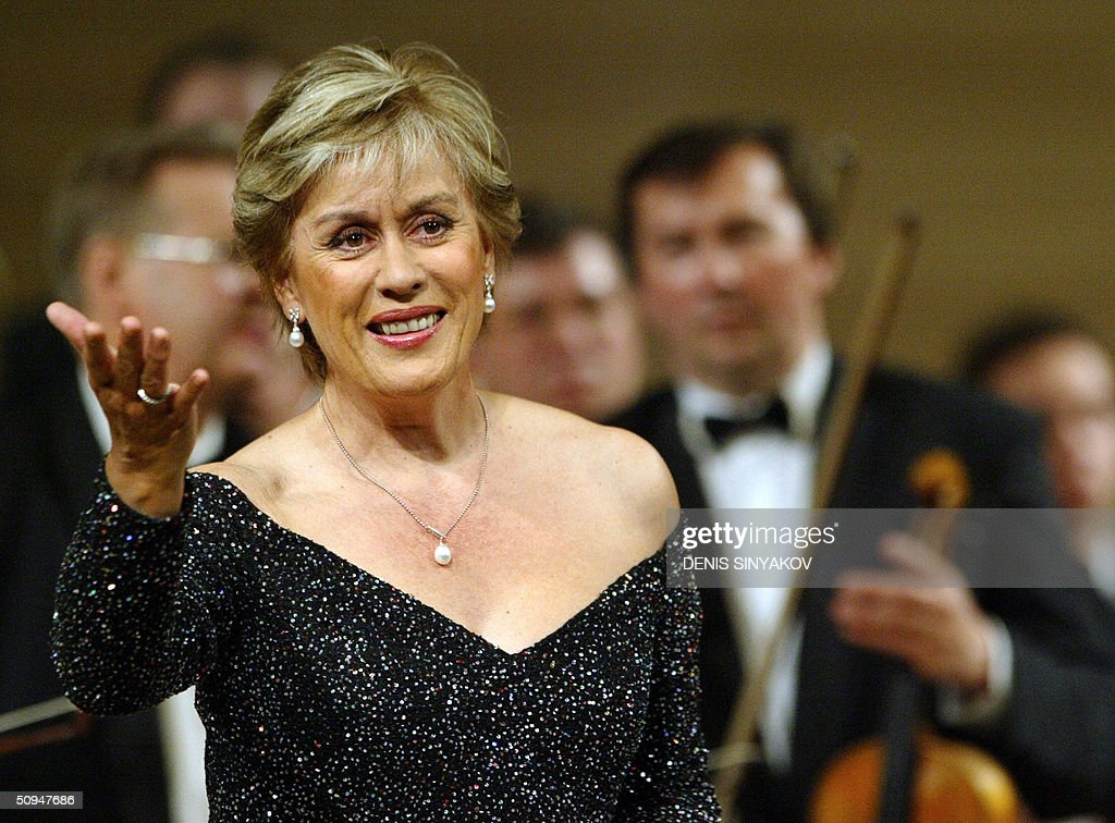 New Zealand's Dame Kiri Te Kanawa, one of the world's most celebrated sopranos, performs with the Russian National Orchestra directed by Vladimir Spivakov in Moscow 10 June 2004.