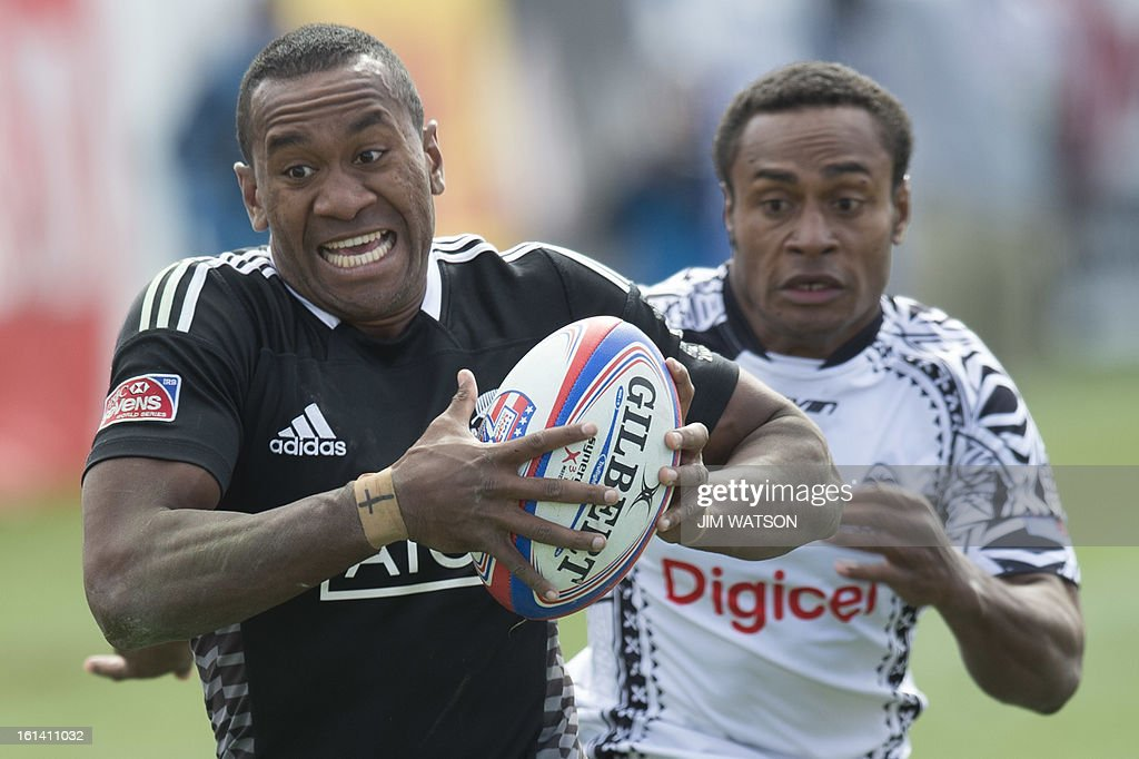 New Zealand's David Raikuna (L) runs in for the game winning try against Fiji during Day 3 of the USA Sevens Las Vegas HSBC Sevens World Series Round 5 at Sam Boyd Stadium in Las Vegas, NV, February 10, 2013. AFP PHOTO/Jim WATSON