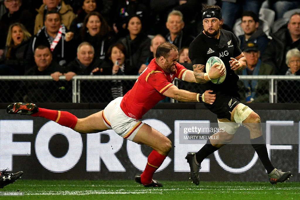 New Zealand's Elliot Dixon (R) looks to pass as he is tackled by Ken Owens of Wales (L) during the third rugby union Test match between the New Zealand All Blacks and Wales at Forsyth Barr Stadium in Dunedin on June 25, 2016. / AFP / Marty Melville