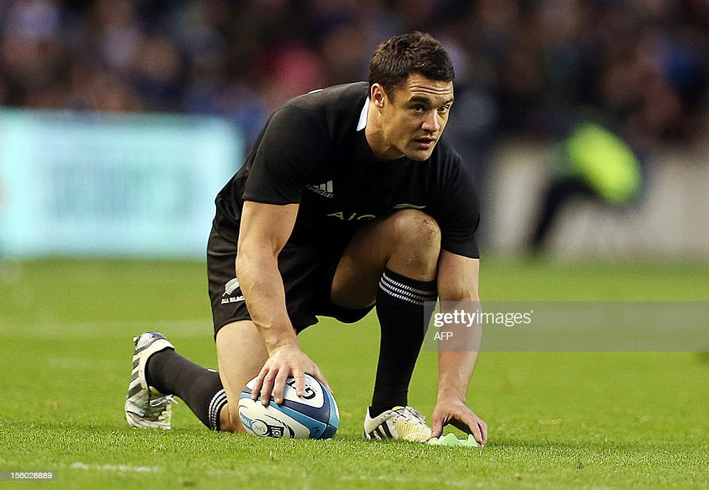 New Zealand's fly-half Dan Carter prepares to kick a penalty during the International Rugby Union match between Scotland and New Zealand at Murrayfield in Edinburgh on November 11, 2012. New Zealand won the match 51-22.