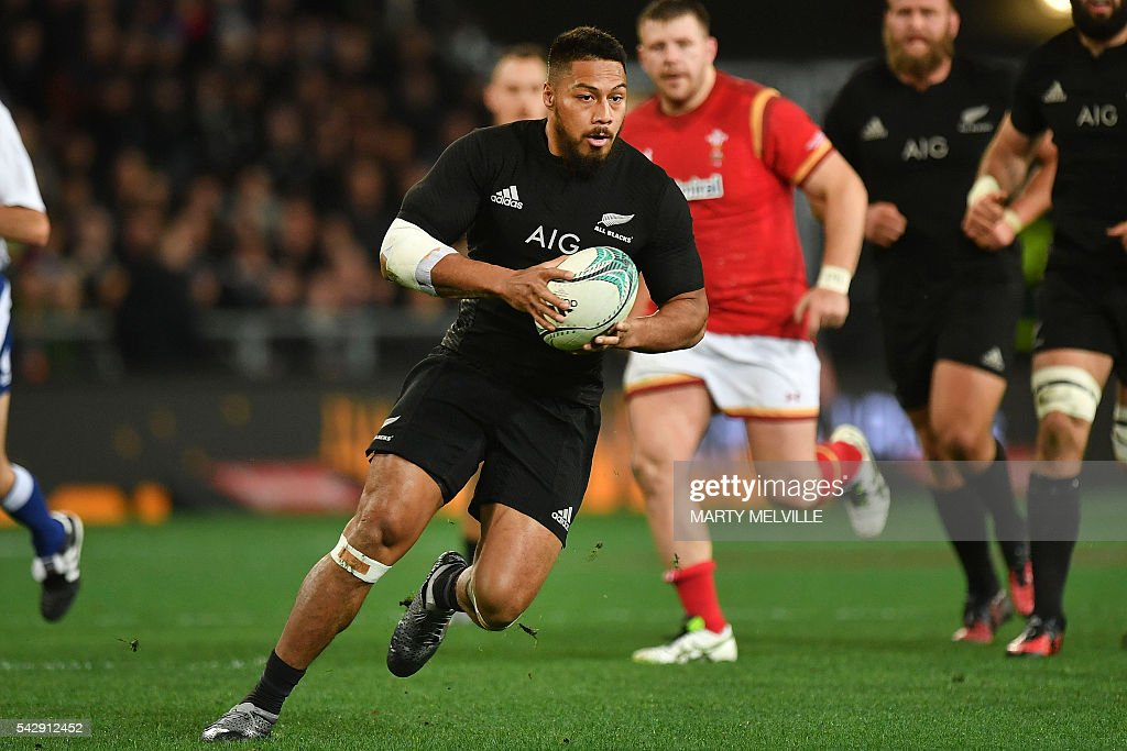 New Zealand's George Moala (C) runs with the ball during the third rugby union Test match between the New Zealand All Blacks and Wales at Forsyth Barr Stadium in Dunedin on June 25, 2016. / AFP / Marty Melville