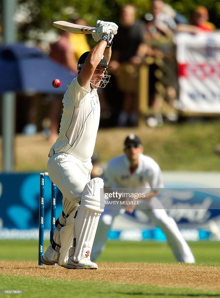 New Zealand's Hamish Rutherford bats during day two of the first international cricket Test match between New Zealand and England at the University Oval Park in Dunedin on March 7, 2013. AFP PHOTO / Marty MELVILLE