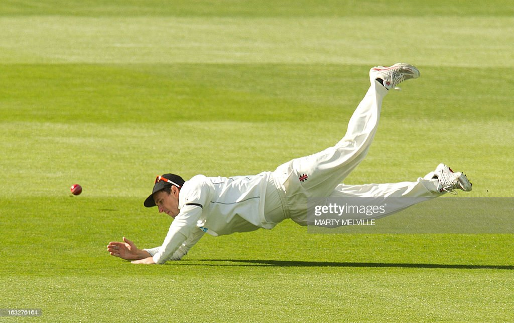 New Zealand's Hamish Rutherford misses a catch off of England's captain Alastair Cook during day two of the first international cricket Test match between New Zealand and England played at the University Oval park in Dunedin on March 7, 2013. AFP PHOTO / Marty MELVILLE