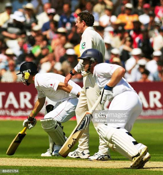 New Zealand's Ian O'Brien with England's Kevin Pietersen and Tim Ambrose during the Third npower Test Match at Trent Bridge Nottingham