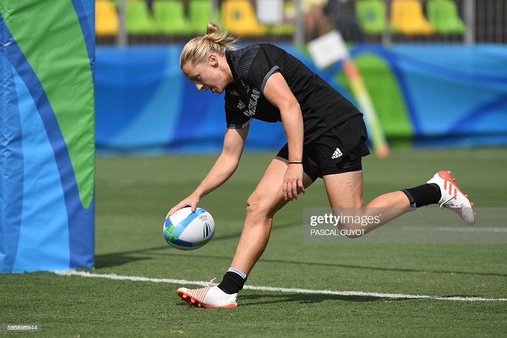 New Zealand's Kelly Brazier scores a try in the womens rugby sevens match between New Zealand and France during the Rio 2016 Olympic Games at Deodoro...