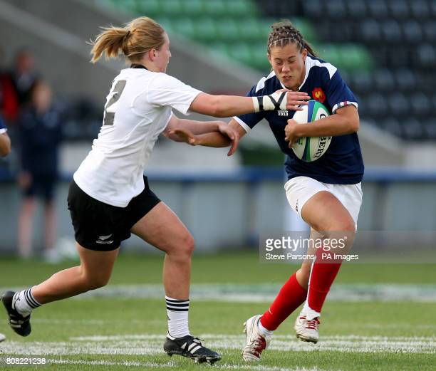 New Zealand's Kelly Brazier tackles France's Lucille Godiveau