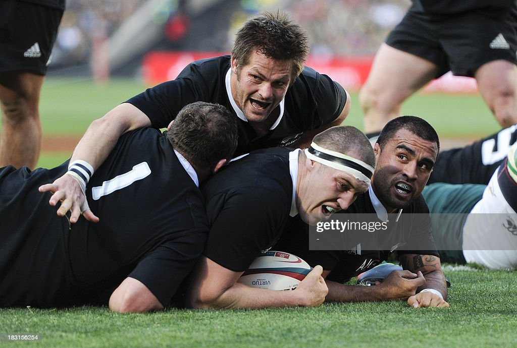 New Zealand's Liam Messam (c) scores a try during the 2013 Rugby union test match South Africa vs New Zealand on October 5, 2013 at the Ellis Park Stadium in Johannesburg.