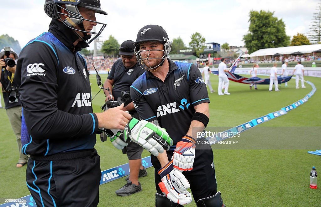 New Zealand's Marti Guptill (L) and Brendon McCullum get ready for their innnings during the third one-day international cricket match between New Zealand and Australia at Seddon Park in Hamilton on February 8, 2016.   AFP PHOTO / MICHAEL BRADLEY / AFP / MICHAEL BRADLEY