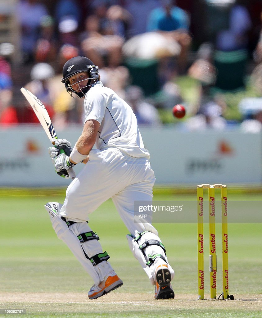 New Zealand's Martin Guptill bats on January 13, 2013 during the third day of the second and final Test against South Africa at St George's Park in Port Elizabeth. AFP PHOTO / Anesh Debiky
