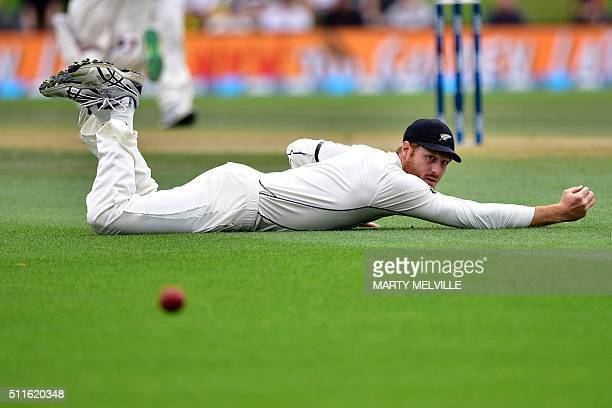 TOPSHOT New Zealand's Martin Guptill misses a catch from Australia's Adam Voges during day three of the second cricket Test match between New Zealand...