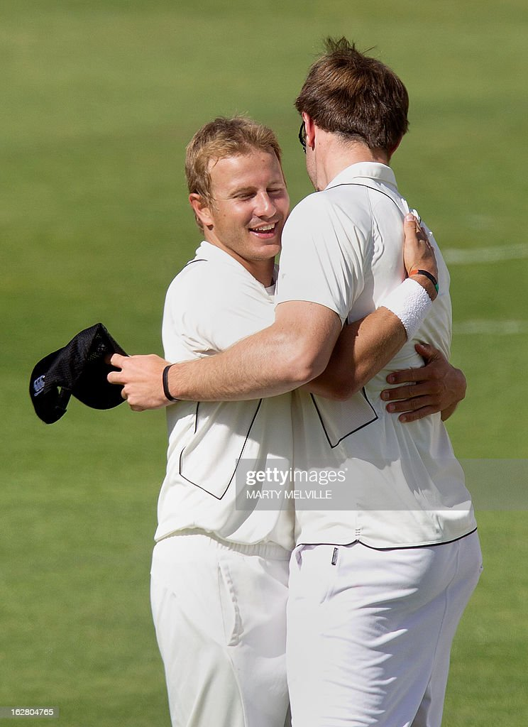 New Zealand's Michael Rae (R) and Corey Anderson (L) celebrate after England's Ian Bell was caught out during day two of the four-day warm up international cricket match between New Zealand and England in Queenstown on February 28, 2013. AFP PHOTO / Marty MELVILLE