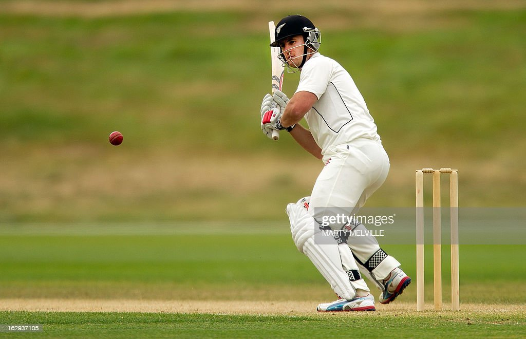 New Zealand's Neil Broom bats during day four of the four day warm-up international cricket match between New Zealand XI and England in Queenstown on March 2, 2013. AFP PHOTO / Marty MELVILLE