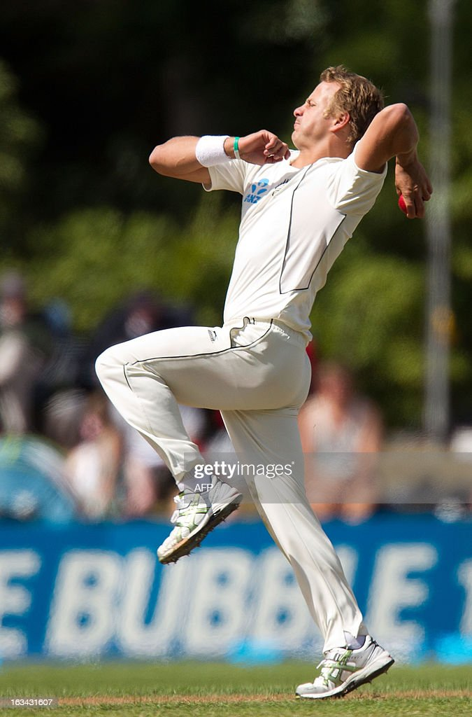 New Zealand's Neil Wagner bowls during day five of the first international cricket test match between New Zealand and England played at the University Oval park in Dunedin on March 10, 2013. AFP PHOTO / Marty MELVILLE