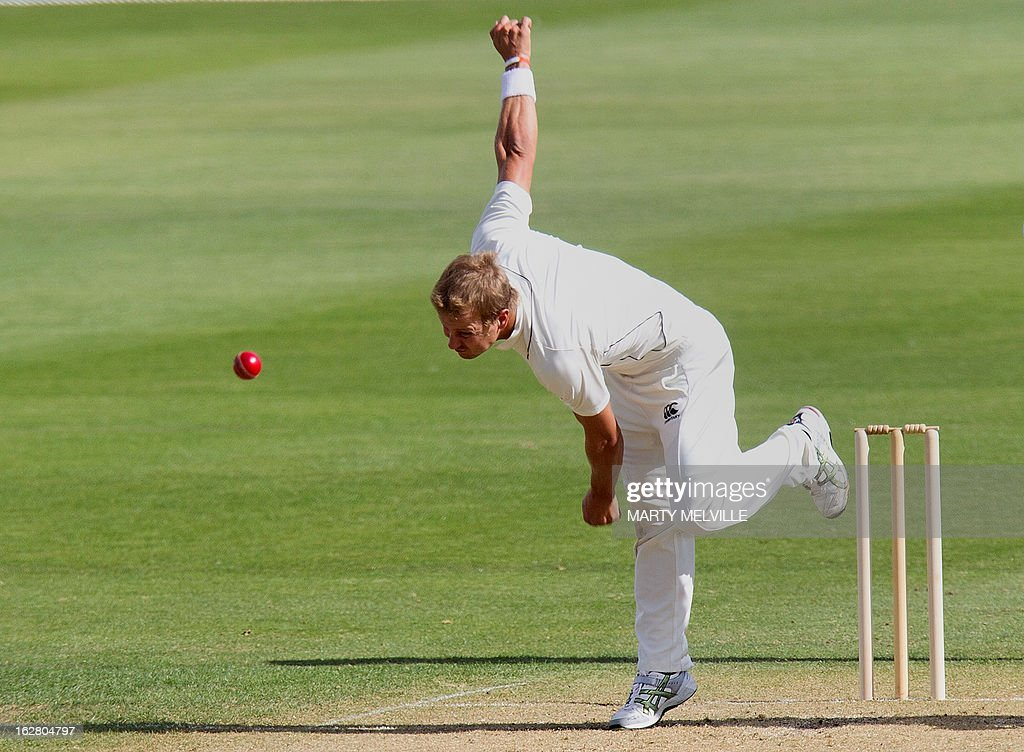 New Zealand's Neil Wagner bowls during day two of the four-day warm up international cricket match between New Zealand and England in Queenstown on February 28, 2013. AFP PHOTO / Marty MELVILLE