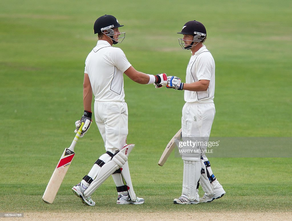 New Zealand's Neil Wagner (L) encourages team mate BJ Watling on the last day of the four day warm-up international cricket match between New Zealand XI and England in Queenstown on March 2, 2013. AFP PHOTO / Marty MELVILLE