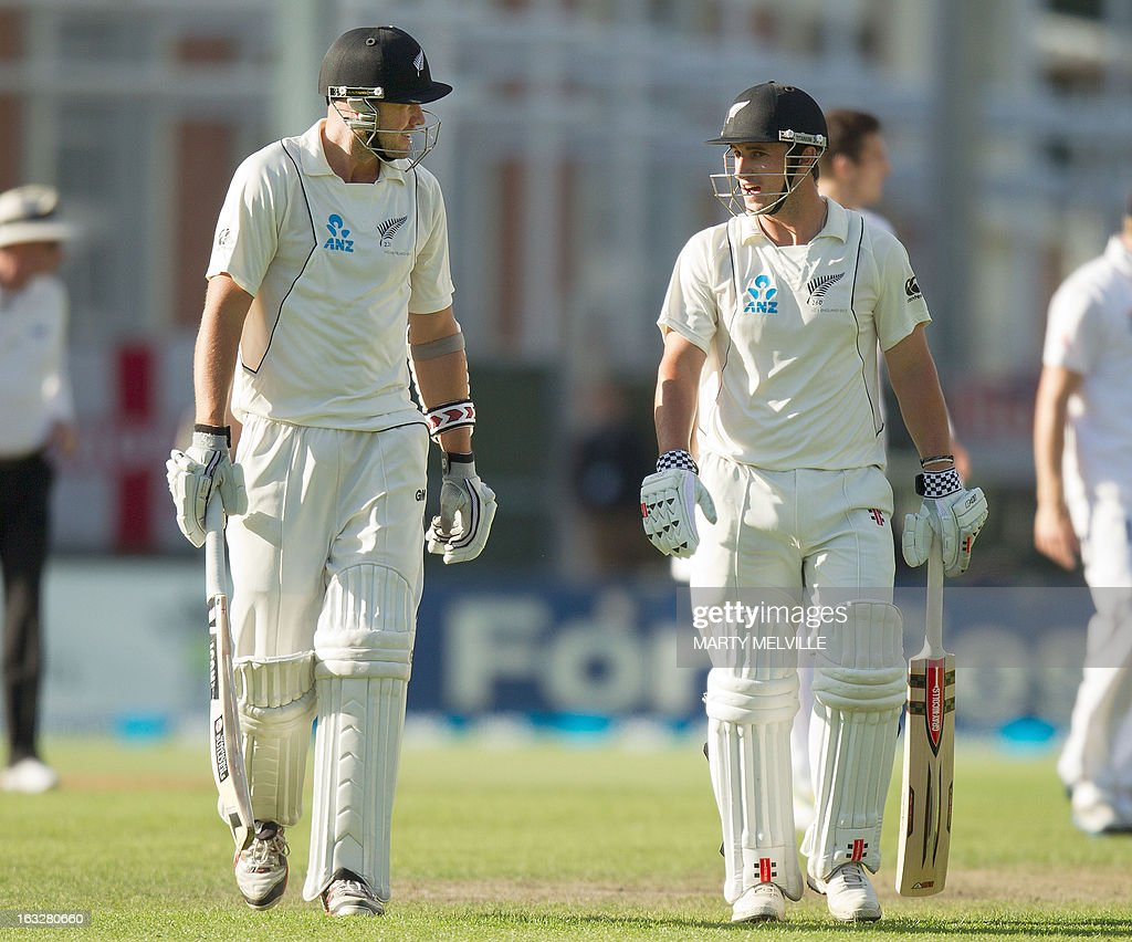 New Zealand's Peter Fulton (L) with teammate Hamish Rutherford walk from the field at the end of the days play during day two of the first international cricket Test match between New Zealand and England played at the University Oval park in Dunedin on March 7, 2013. AFP PHOTO / Marty MELVILLE