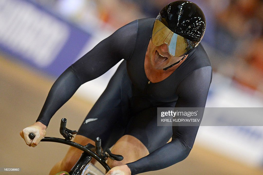 New Zealand's Simon Van Velthooven competes to win the silver medal during the UCI Track Cycling World Championships men's time trial in Minsk on February 20, 2013. AFP PHOTO/KIRILL KUDRYAVTSEV