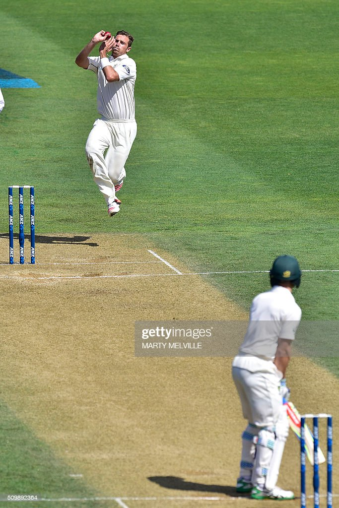New Zealand's Tim South (Top) bowls to Peter Nevill (Bottom) of Australia during day two of the first cricket Test match between New Zealand and Australia at the Basin Reserve in Wellington on February 13, 2016. AFP PHOTO / MARTY MELVILLE / AFP / Marty Melville