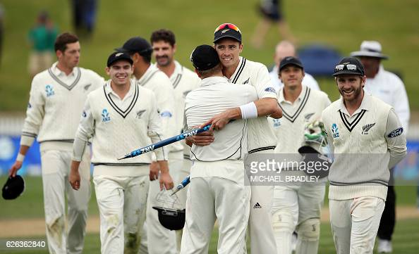 New Zealand's Tim Southee and teammates celebrate winning the Test during day five of the second cricket Test match between New Zealand and Pakistan...