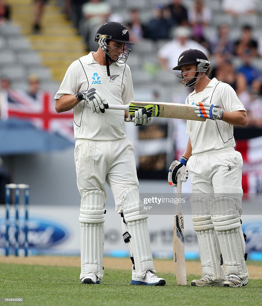 New Zealand's Tim Southee (L) inspects his broken bat with team mate BJ Watling during day two of the international cricket Test match between New Zealand and England at Eden Park in Auckland on March 23, 2013. AFP PHOTO / Michael Bradley