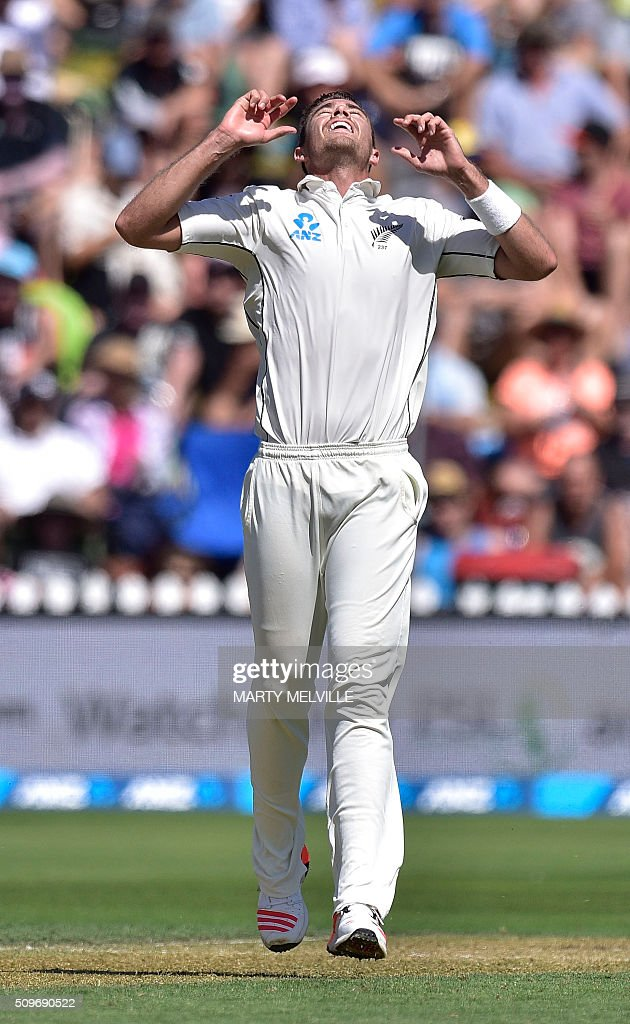 New Zealand's Tim Southee reacts to Steve Smith of Australia hitting a four during the first cricket Test match between New Zealand and Australia at the Basin Reserve in Wellington on February 12, 2016. AFP PHOTO / MARTY MELVILLE / AFP / Marty Melville