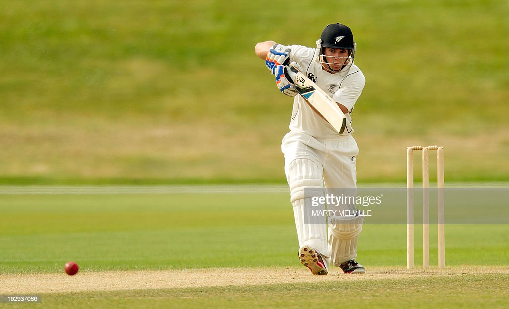 New Zealand's Tom Latham bats during day four of the four day warm-up international cricket match between New Zealand XI and England in Queenstown on March 2, 2013. AFP PHOTO / Marty MELVILLE
