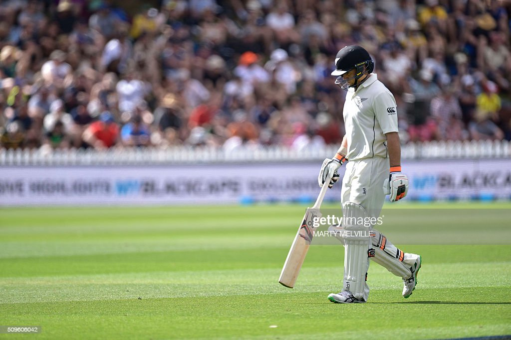 New Zealand's Tom Latham walks from the field after being caught during day one of the first cricket international five-day Test match between New Zealand and Australia at Basin Reserve in Wellington on February 12, 2016. AFP PHOTO / MARTY MELVILLE / AFP / Marty Melville