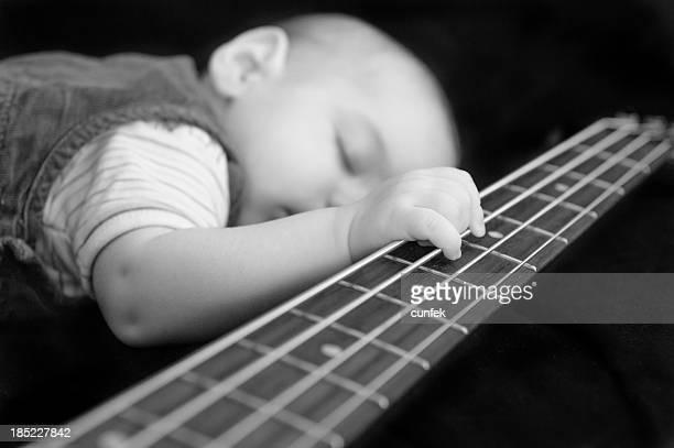 Nouveau-né avec guitare