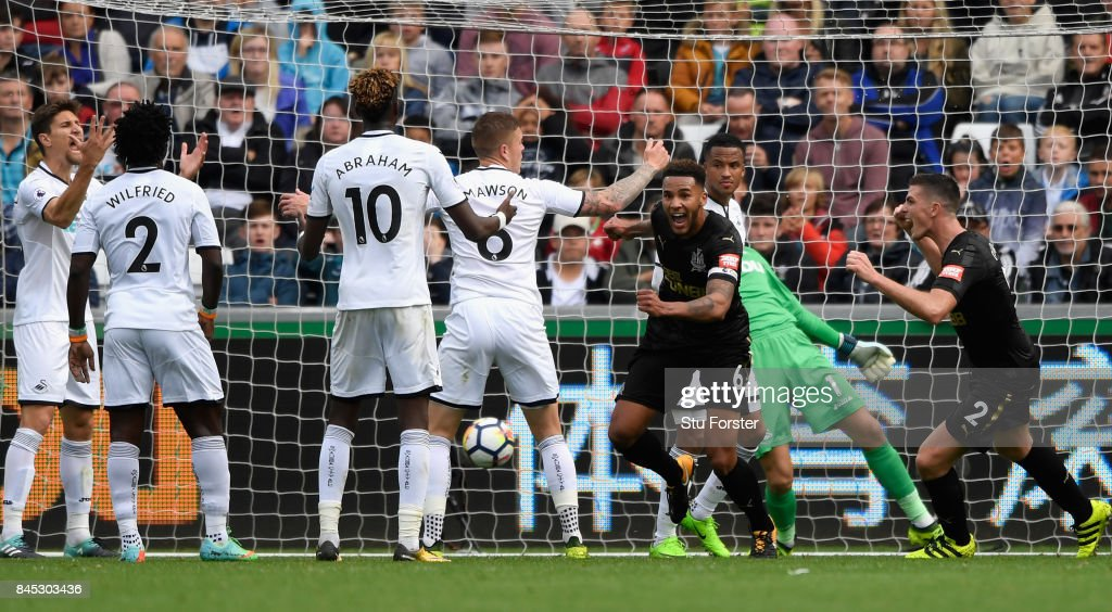 Newcastle goalscorer Jamaal Lascelles celebrates after scoring the winning goal during the Premier League match between Swansea City and Newcastle United at Liberty Stadium on September 10, 2017 in Swansea, Wales.