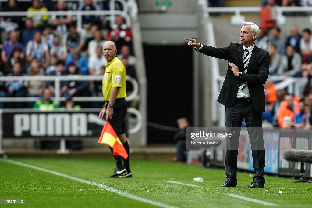 Newcastle Manager <a gi-track='captionPersonalityLinkClicked' href=/galleries/search?phrase=Alan+Pardew&family=editorial&specificpeople=171147 ng-click='$event.stopPropagation()'>Alan Pardew</a> points instructions during the Barclays Premier League match between Newcastle United and Manchester City at St.James' Park on August 17, 2014, in Newcastle upon Tyne, England.