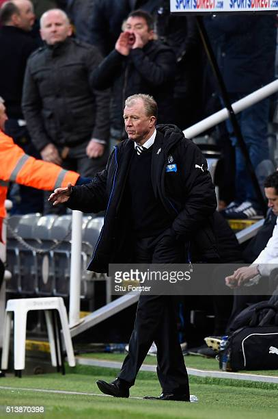 Newcastle manager Steve McClaren reacts on the final whistle after the Barclays Premier League match between Newcastle United at AFC Bournemouth at...