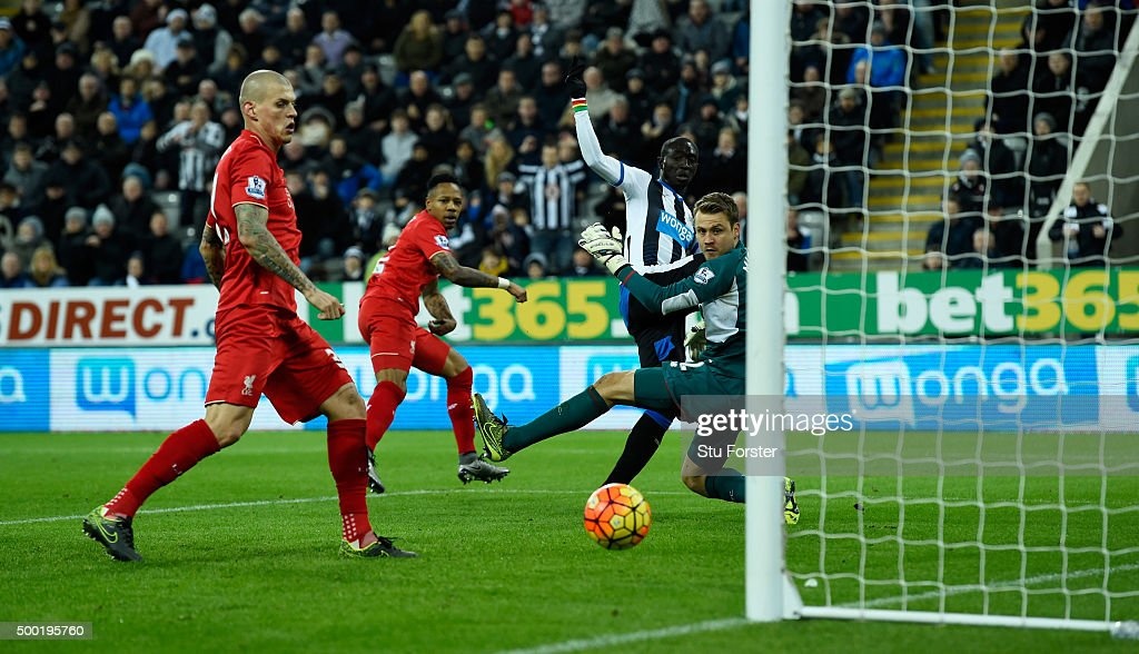 Newcastle player Papiss Cisse shoots past the post during the Barclays Premier League match between Newcastle United and Liverpool at St James' Park on December 6, 2015 in Newcastle, England.