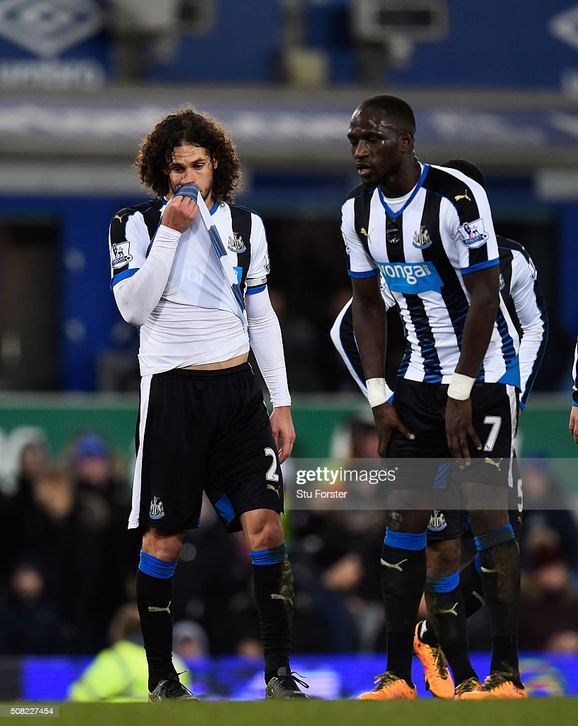 Newcastle players <a gi-track='captionPersonalityLinkClicked' href=/galleries/search?phrase=Fabricio+Coloccini&family=editorial&specificpeople=469707 ng-click='$event.stopPropagation()'>Fabricio Coloccini</a> (l) and <a gi-track='captionPersonalityLinkClicked' href=/galleries/search?phrase=Moussa+Sissoko&family=editorial&specificpeople=4191251 ng-click='$event.stopPropagation()'>Moussa Sissoko</a> (r) react after the first Everton penalty is given during the Barclays Premier League match between Everton and Newcastle United at Goodison Park on February 3, 2016 in Liverpool, England.