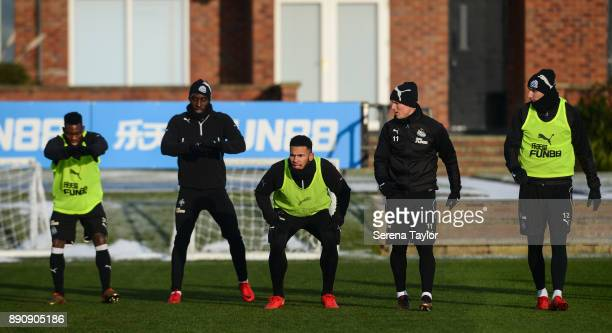Newcastle players seen LR Christian Atsu Massadio Haidara Jamaal Lascelles Matt Ritchie and Jonjo Shelvey warm up during the Newcastle United...