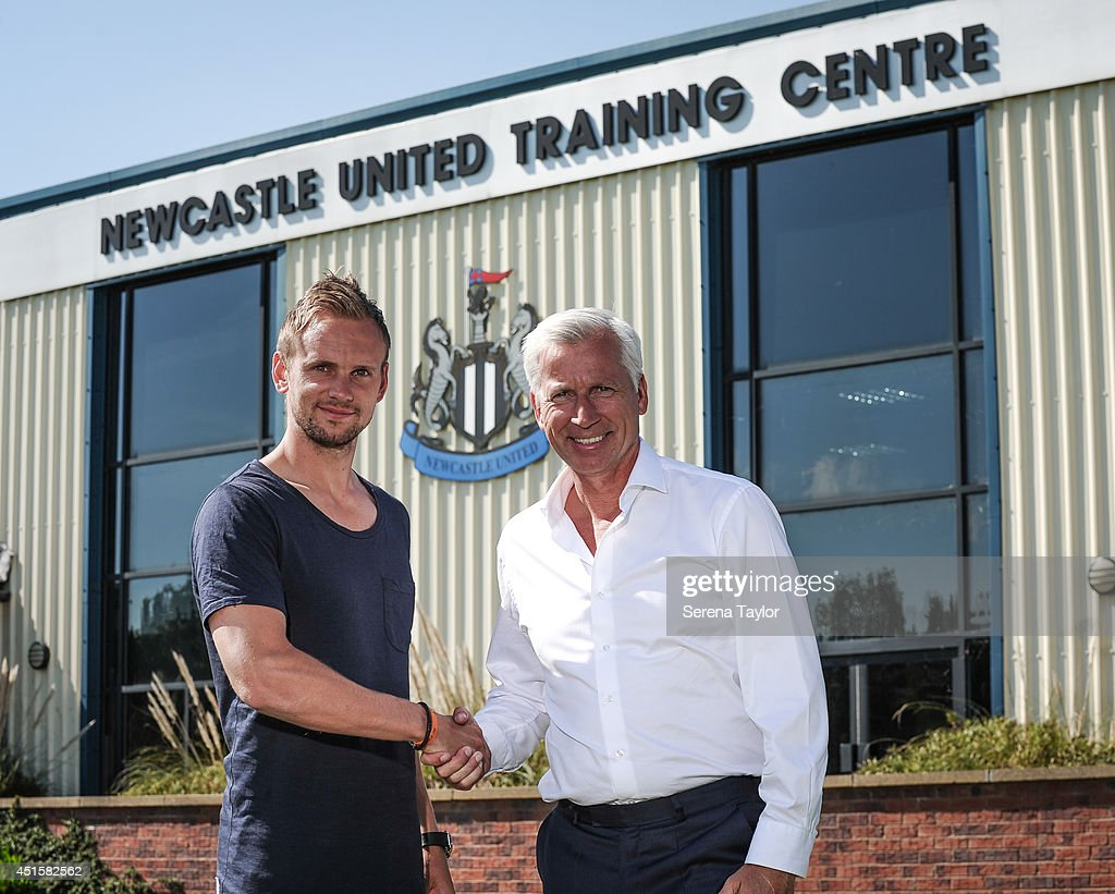 Newcastle United Manager Alan Pardew shakes hands with the New signing Siem de Jong at The Newcastle United Training Centre on July 01, 2014 in Newcastle upon Tyne, England.