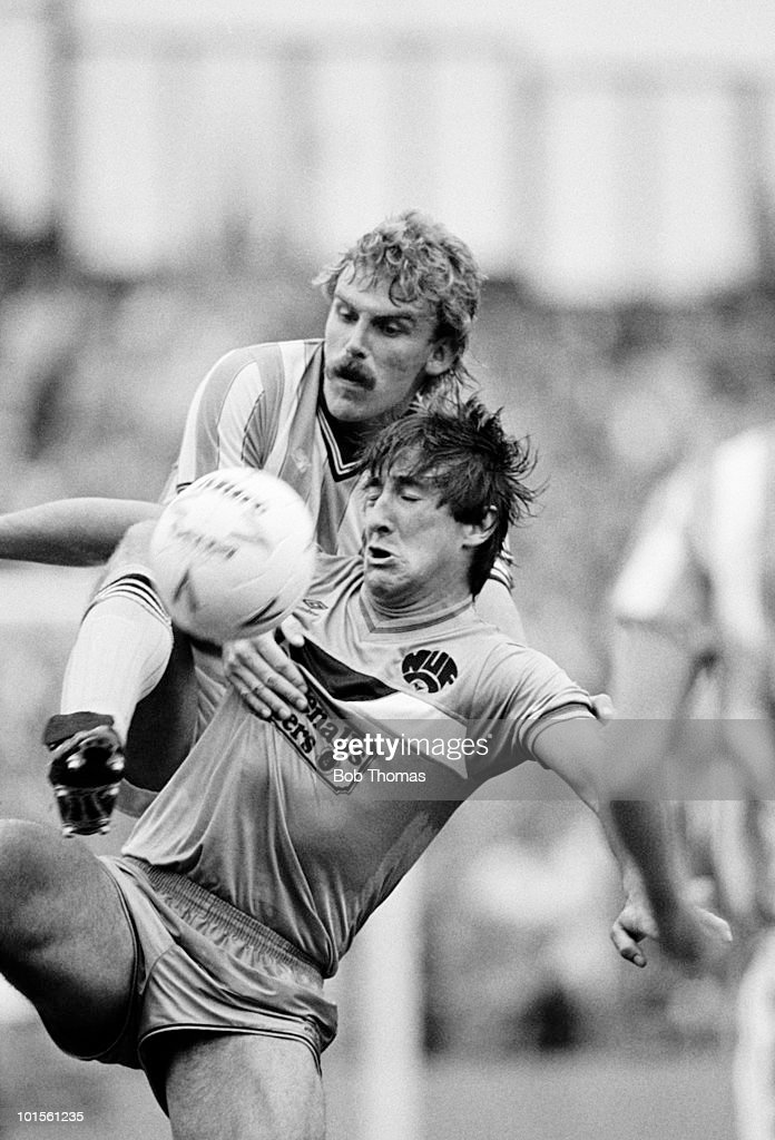 Newcastle United striker Billy Whitehurst is challenged by Brian Kilcline of Coventry City during a Division One football match held at Highfield Road, Coventry on 13th September 1986. Coventry City beat Newcastle United 3-0. (Bob Thomas/Getty Images).