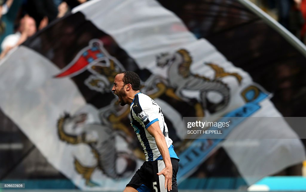 Newcastle United's Andros Townsend celebrates after scoring during the English Premier League football match between Newcastle United and Crystal Palace at St James' Park in Newcastle-upon-Tyne, north east England on April 30, 2016. / AFP / SCOTT