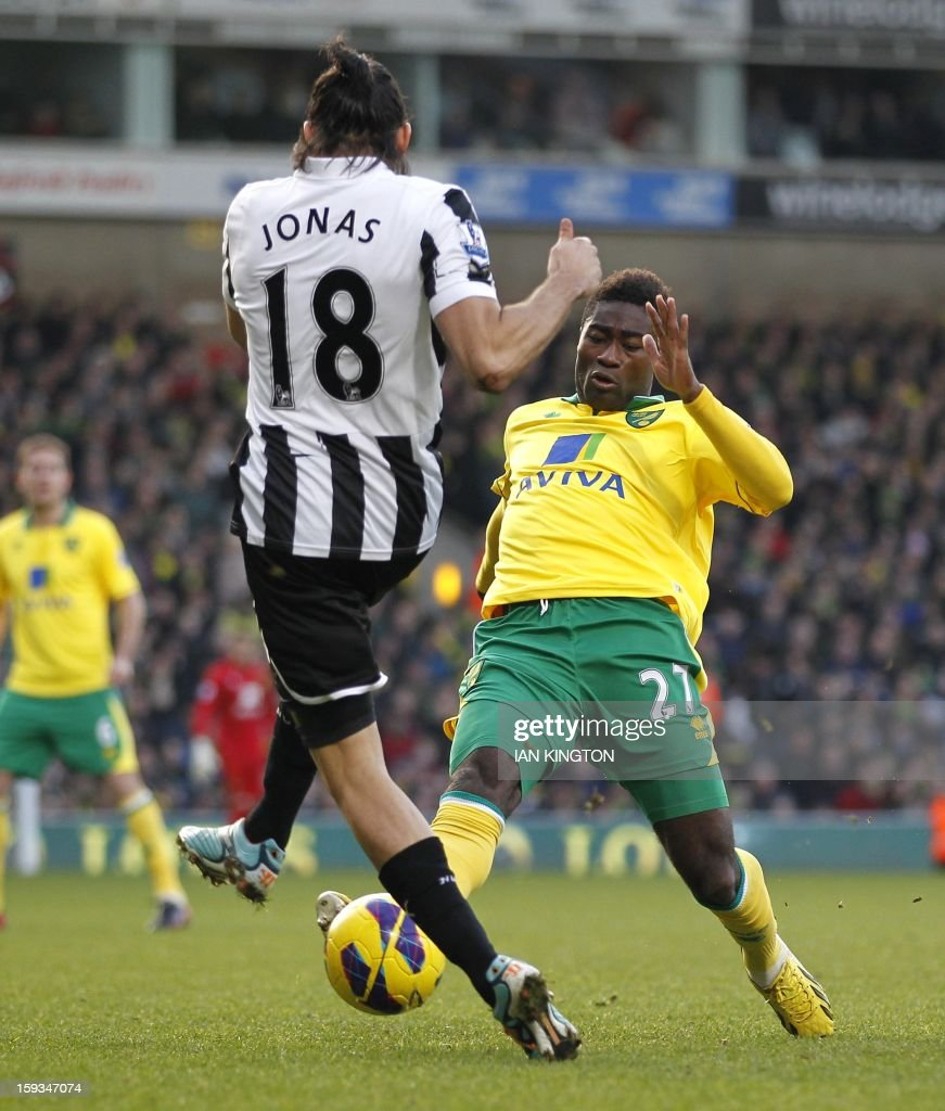 """Newcastle United's Argentinian midfielder Jonas Gutierrez (L) vies with Norwich City's Norwegian midfielder Alexander Tettey during an English Premier League football match between Norwich City and Newcastle United at Carrow Road in Norwich, England, on January 12, 2013. USE. No use with unauthorised audio, video, data, fixture lists, club/league logos or """"live"""" services. Online in-match use limited to 45 images, no video emulation. No use in betting, games or single club/league/player publications."""