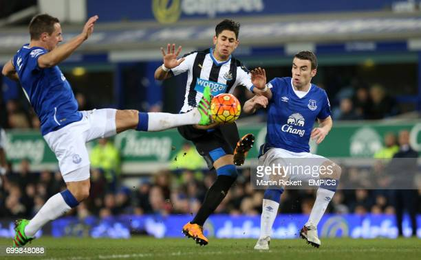 Newcastle United's Ayoze Perez battles for the ball with Everton's Philip Jagielka and Seamus Coleman
