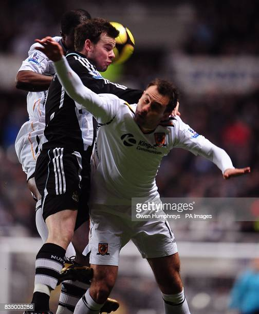 Newcastle United's Danny Guthrie and Hull City's Richard Garcia battle for the ball