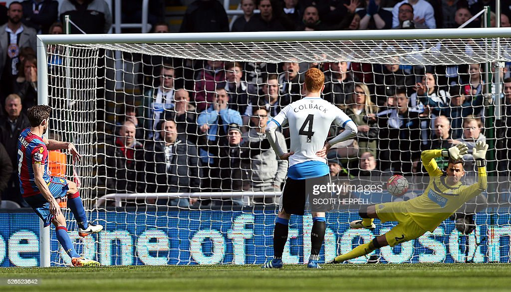 Newcastle United's English goalkeeper Karl Darlow (R) saves a penalty kick from Crystal Palace's French midfielder Yohan Cabaye (L) during the English Premier League football match between Newcastle United and Crystal Palace at St James' Park in Newcastle-upon-Tyne, north east England on April 30, 2016. / AFP / SCOTT