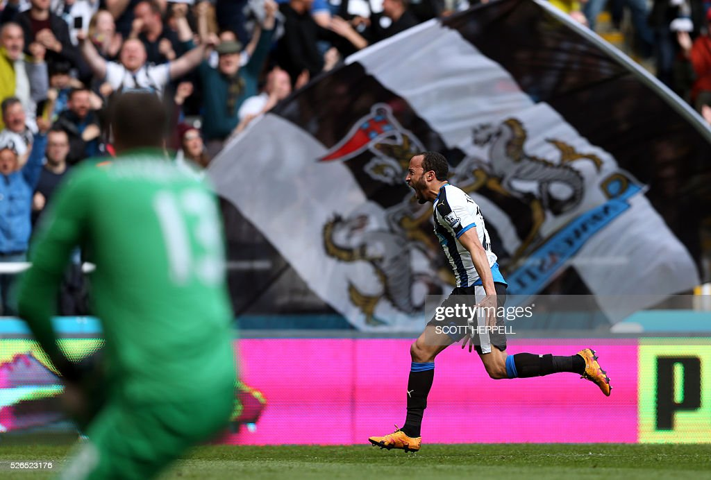 Newcastle United's English midfielder Andros Townsend celebrates scoring the opening goal during the English Premier League football match between Newcastle United and Crystal Palace at St James' Park in Newcastle-upon-Tyne, north east England on April 30, 2016. / AFP / SCOTT