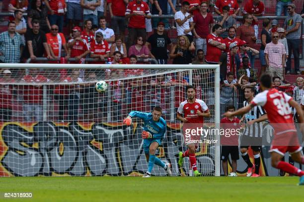 Newcastle United's Goalkeeper Freddie Woodman throw the ball into play during the Pre Season Friendly match between FSV Mainz 05 and Newcastle United...